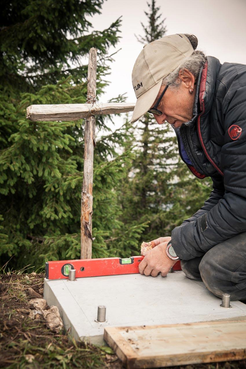 Gipfelkreuz am Tennenmooskopf: Fundament für das Kreuz