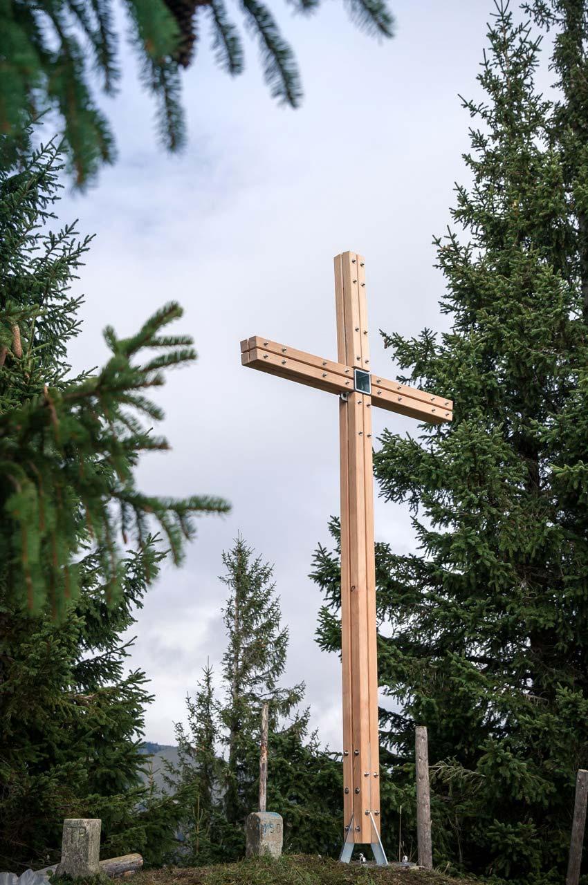 Gipfelkreuz am Tennenmooskopf: Das Kreuz ist aufgerichtet