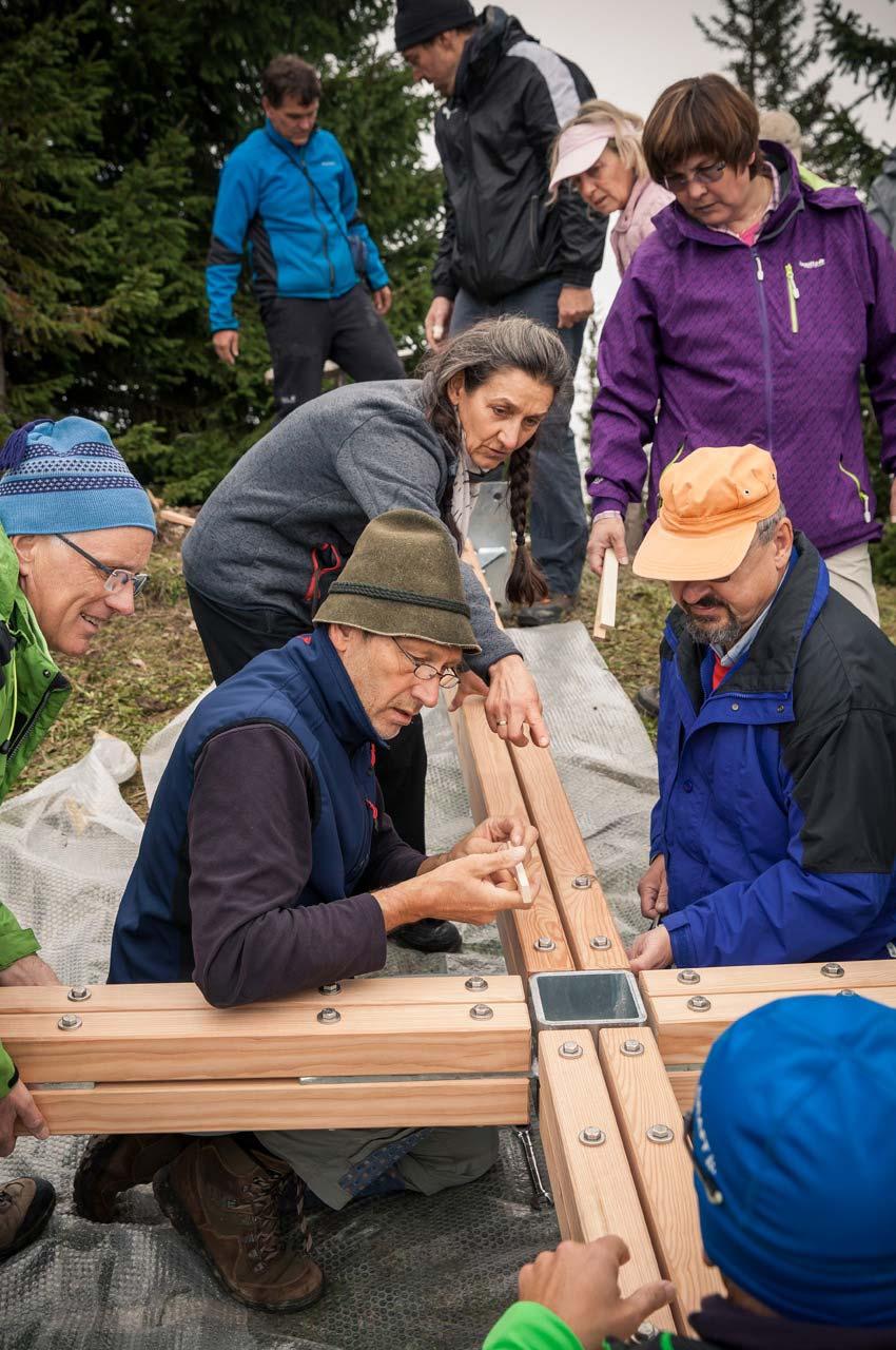 Gipfelkreuz am Tennenmooskopf: Das Kreuz wird zusammengebaut