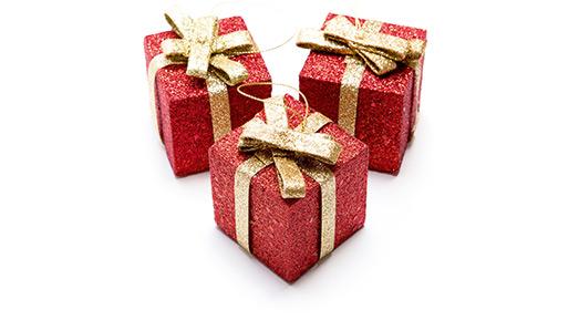 Drei kleine Geschenkpäckchen