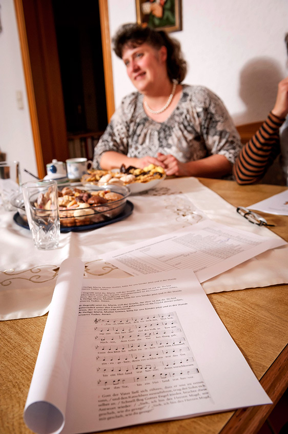 Frauentragen – Gesangsnoten am Küchentisch