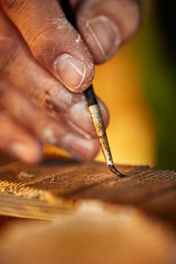 Bemalen des Holzes mit Wachsöl