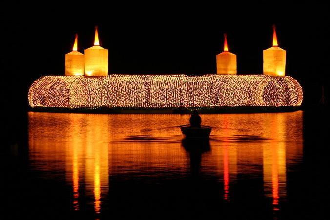 Schwimmender Adventskranz bei Velden (Foto: Wörthersee Toursimus GmbH)
