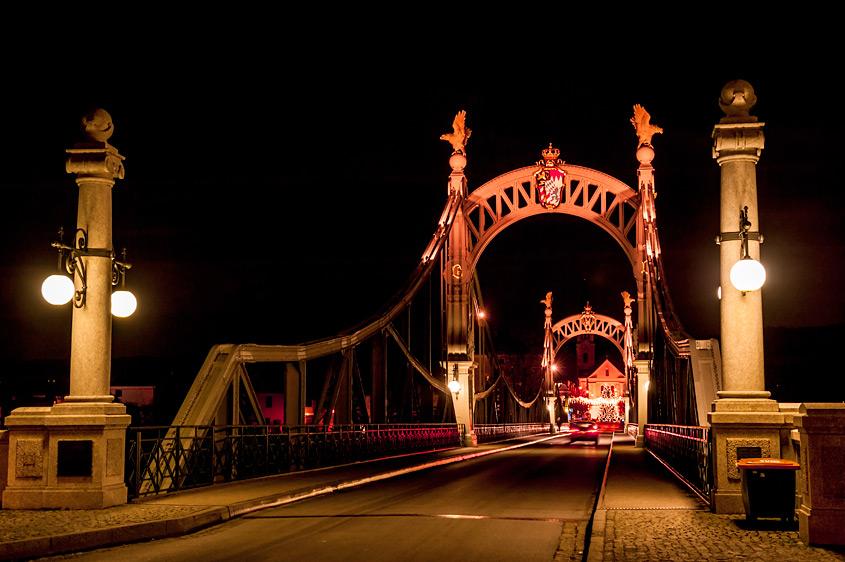 Die Brücke zwischen Oberndorf und Laufen