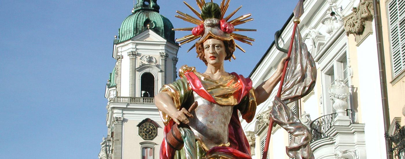 Heiliger Florian - Floriansstuatue vor dem Chorherrenstift St. Florian
