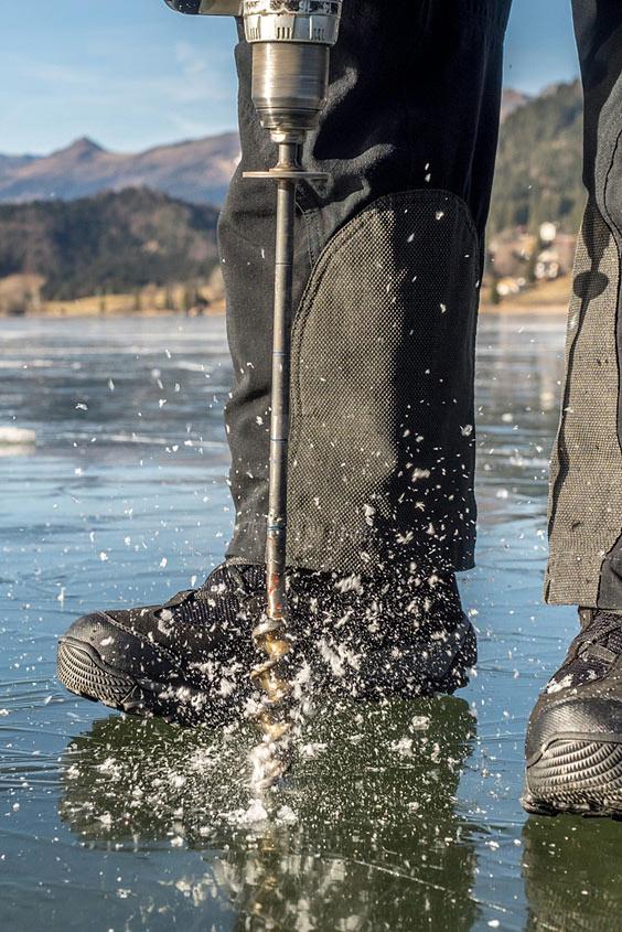 Eismeister am Weißensee mit Bohrer