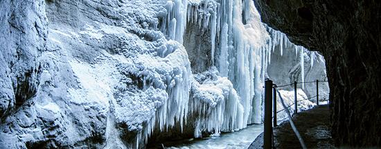 Eiszapfen in der Partnachklamm im Winter