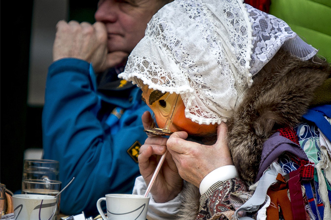 Fetzenfasching Ebensee - Trinken mit Maske