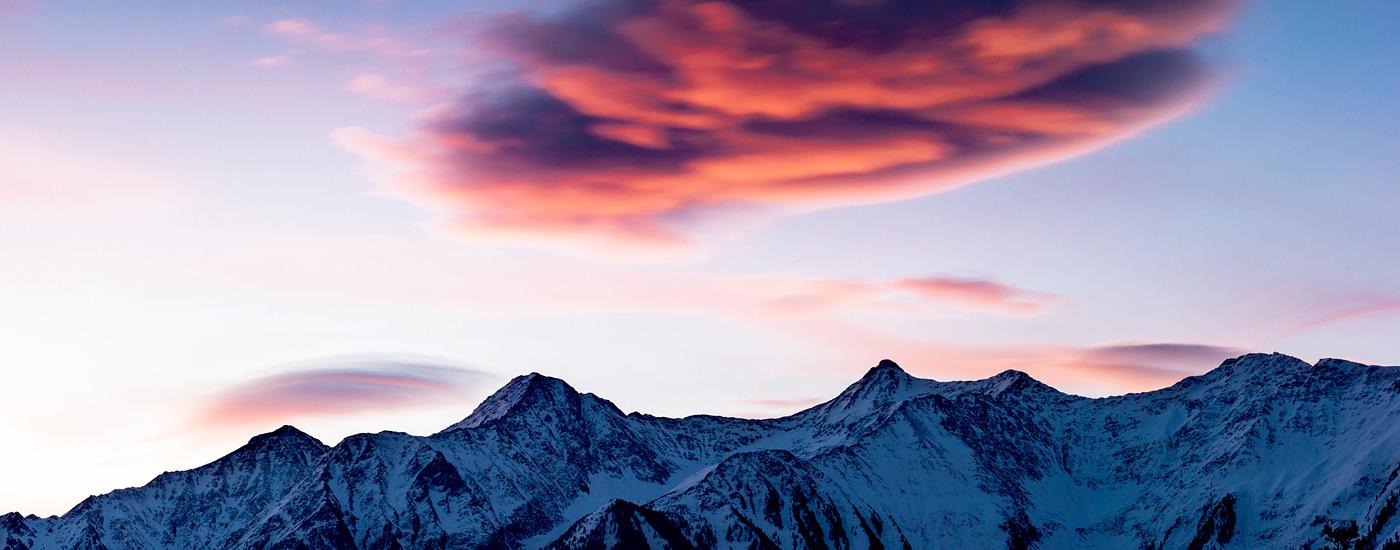 Alpenföhn Wetterfühligkeit: Wolken über Bergen