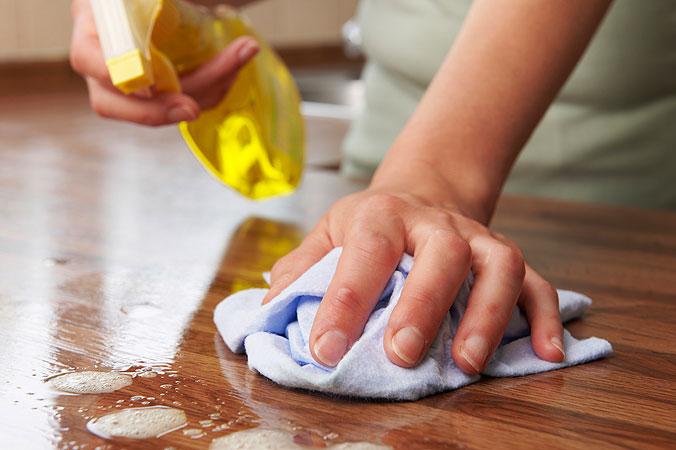 Frühjahrsputz Teil 1: Die Küche - Arbeitsplatte reinigen
