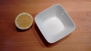 Frühjahrsputz Teil 1: Die Küche - Salz, Zitrone, Holzschneidebrett