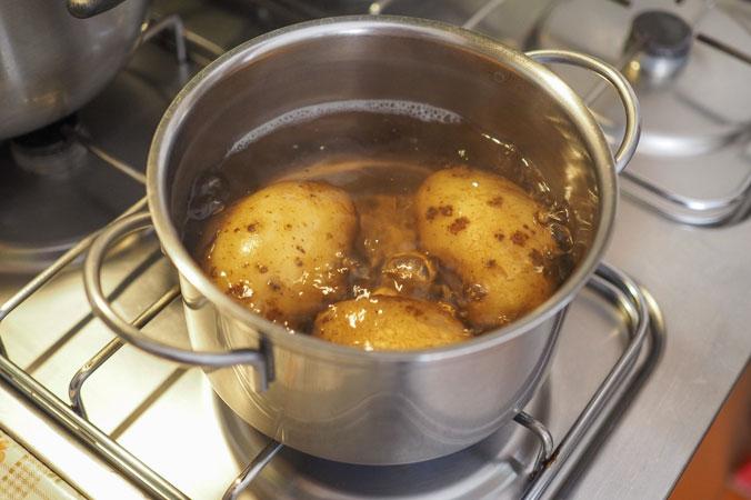 Natürlicher Dünger - Kartoffelwasser