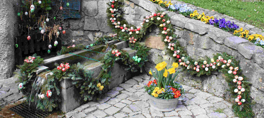 Osterbräuche im Alpenland – Osterbrunnen