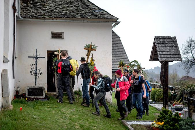 Vierbergelauf – Die Pilger strömen in die Kirche