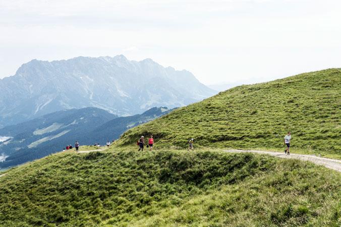 Hundstoa-Ranggeln – Bergpanorama im Pongau mit Wanderern