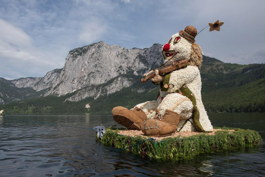 Narzissenfest Bad Aussee –  Bootskorso auf dem Grundlsee mit Clownsfigur