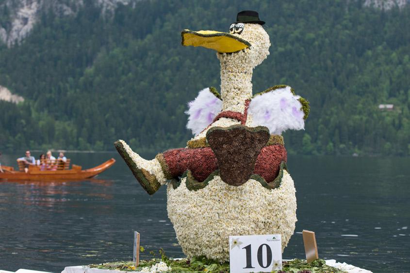 Narzissenfest Bad Aussee – Bootskorso auf dem Grundlsee mit einer Entenfigur