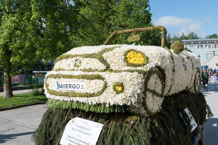 Narzissenfest Bad Aussee – Stadtkorso mit Autofigur