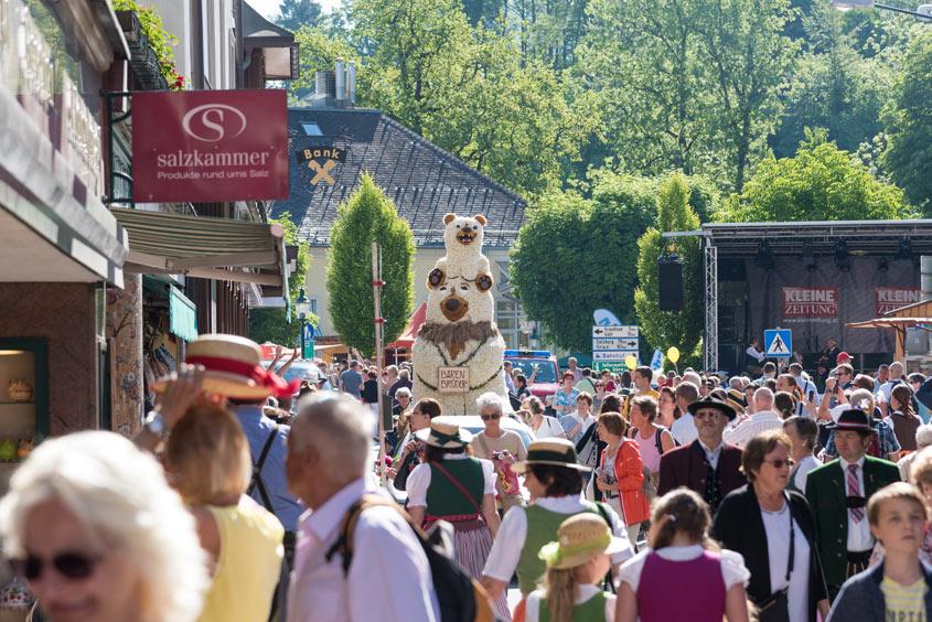 Narzissenfest Bad Aussee – Besucher tummeln sich in den Straßen von Bad Aussee