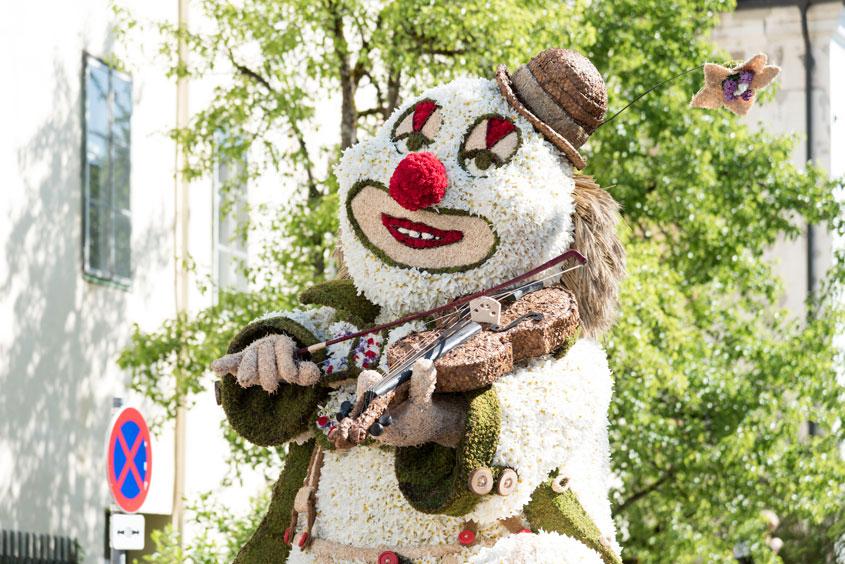 Narzissenfest Bad Aussee – Stadtkorso mit Clownsfigur