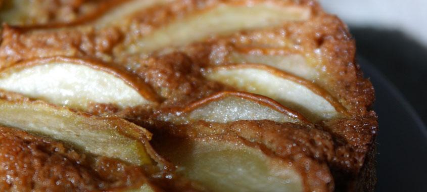 Birnenkuchen mit Nüssen und Zimt